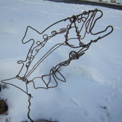 Jumping salmon wire sculpture image