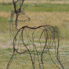 mule deer wire sculpture image