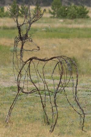 mule deer wire sculpture image